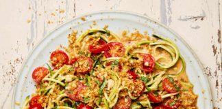 Recipe for Thai tomato salad with peanut crumbs