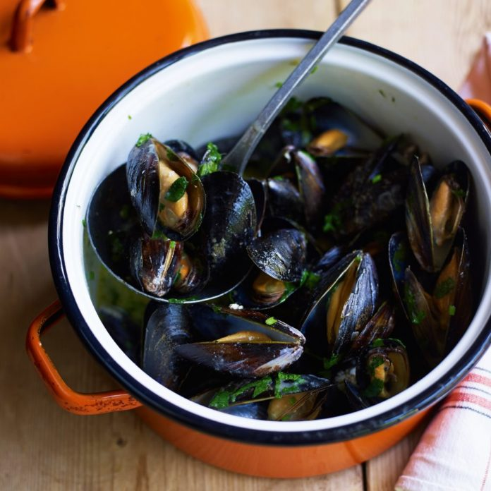 mussels in thai coconut sauce