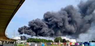 Chemical park explosion sends huge black clouds over German city